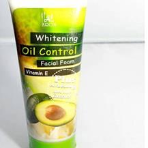 Sữa rửa mặt bơ Oil Control Facial Foam Thái Lan 210ml