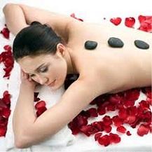 Massage đắp mặt dưỡng trắng hoặc massage body tại Spa Phương Lan