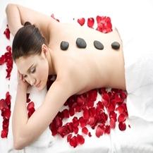 Massage body đá nóng kết hợp ngâm chân tại phòng khám Y học cổ truyền Thanh Nguyệt