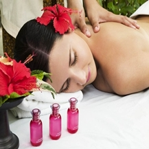 Massage body kết hợp bấm huyệt cổ truyền tại Skinlab Spa